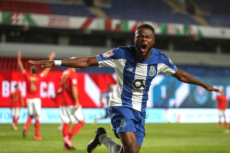 Mbemba marcou os dois golos do FC Porto no final da Taça de Portugal (triunfo por 2-1 ao Benfica)