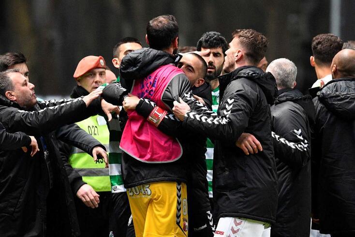 Expulsão de Mathieu deu início a grande confusão no final do Braga-Sporting
