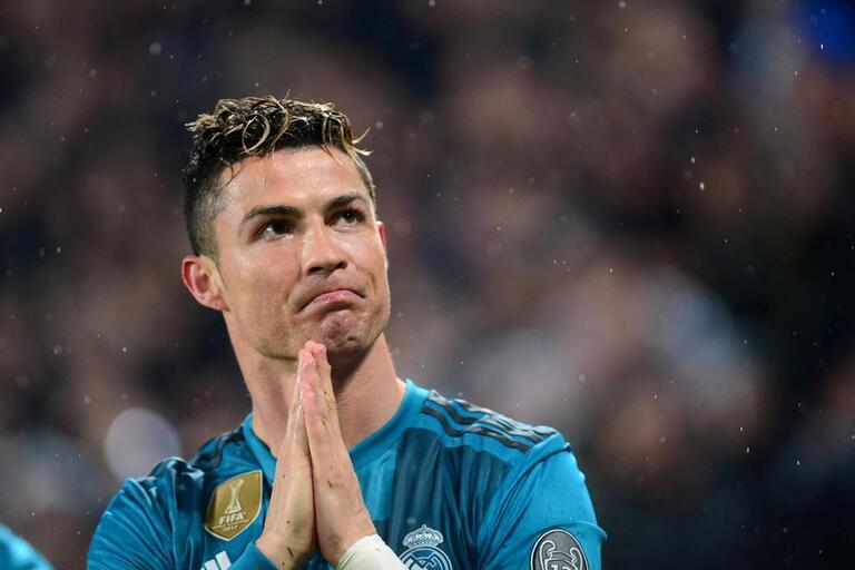 A reação de Cristiano Ronaldo depois de ser eleito o autor do golo da época 378cdb75661f8