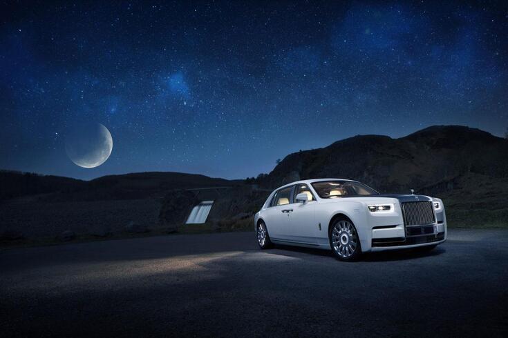 Como seria uma noite romântica num Rolls-Royce?