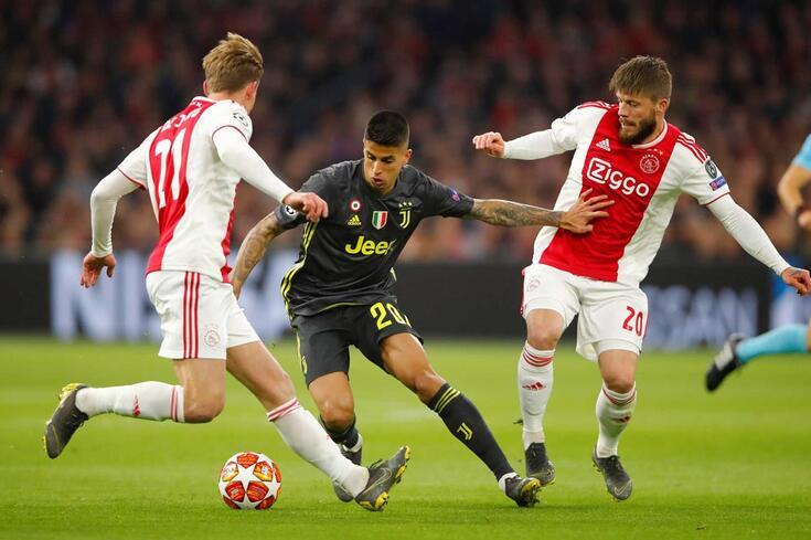 João Cancelo no Ajax-Juventus.