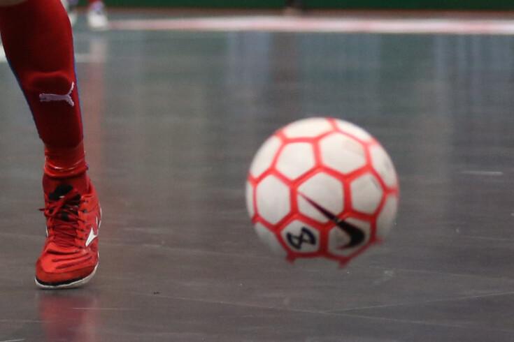 Bola contra árbitro vale jogo à porta fechada para o Fundão