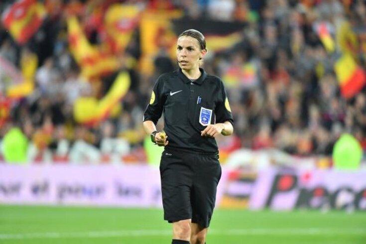 Liga francesa terá pela primeira vez uma mulher a arbitrar um jogo