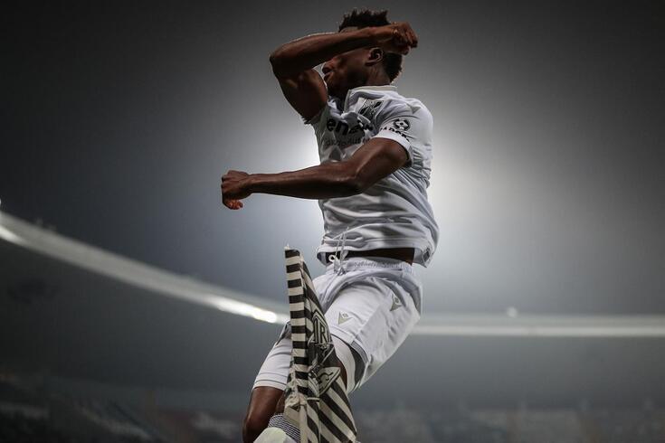 Mikel Agu contribuiu para a goleada (5-0) do Vitória frente ao Belenenses SAD
