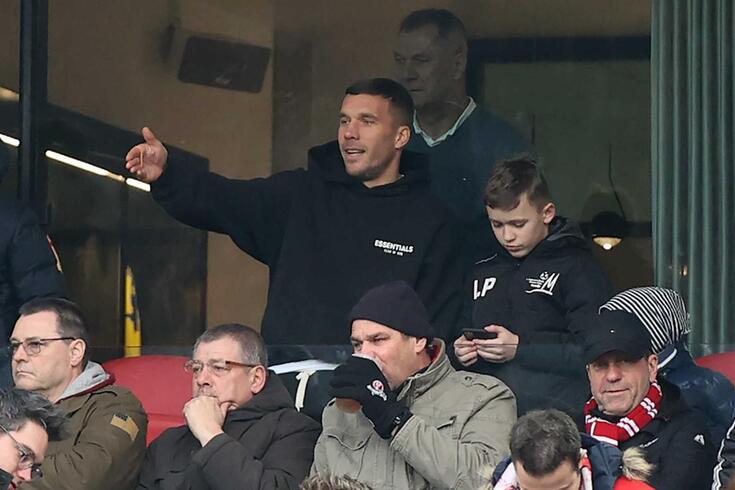 Lukas Podolski é reforço do Antalyaspor