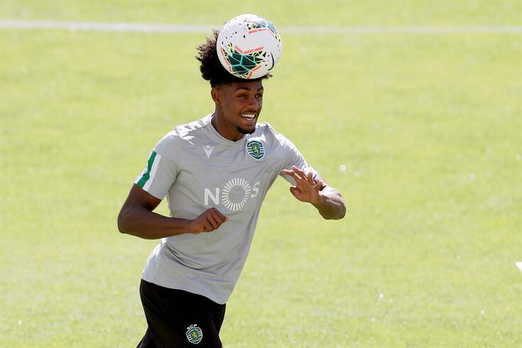Ivanildo, central do Sporting, continua cedido mas muda de clube