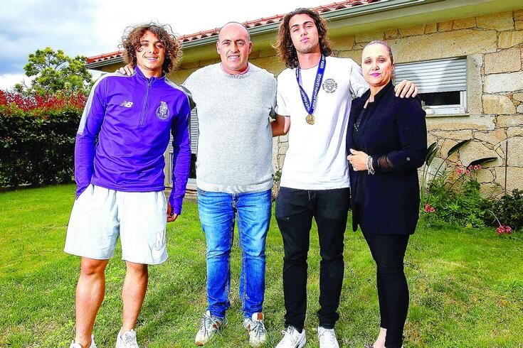 Tomás Esteves com a família em Aboim das Choças.