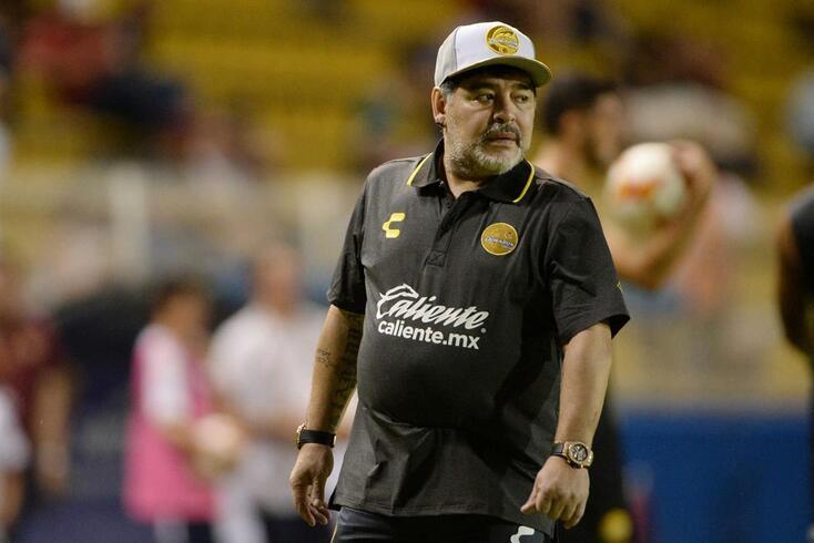 """Maradona ataca Messi: """"Vai 20 vezes à casa de banho antes de um jogo"""""""