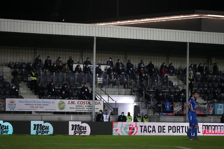 Imagem da bancada do estádio do Paredes, onde o Benfica venceu por 1-0