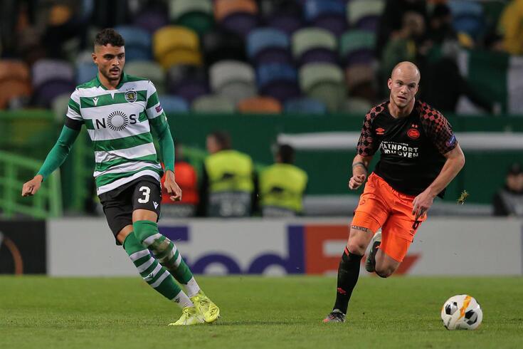 Tiago Ilori foi titular no eixo defensivo dos leões ao lado de Mathieu