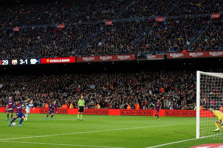 O Barcelona fez mais de 840 milhões de euros em receitas.