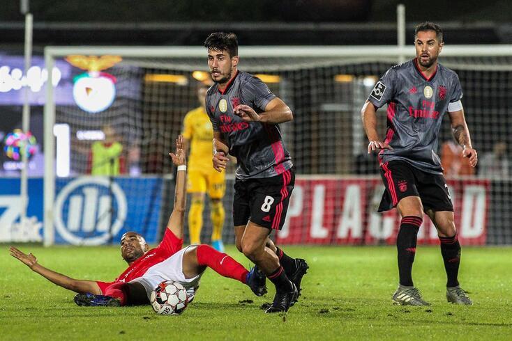 Benfica venceu no reduto do Santa Clara por 2-1