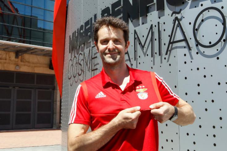 André Lopes exibe com orgulho o símbolo do Benfica