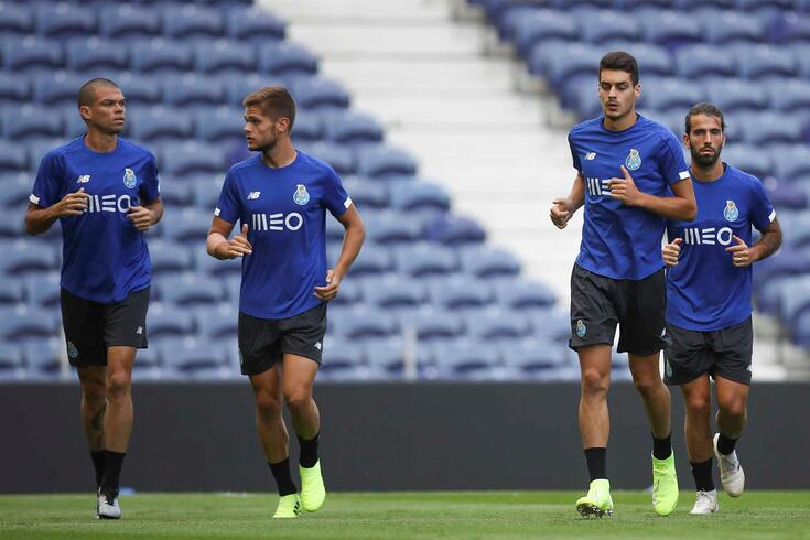 Diogo Leite e Diogo Queirós num treino da equipa principal do FC Porto