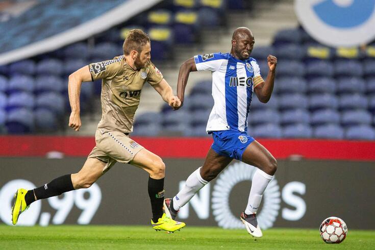 Danilo regressa ao onze titular do FC Porto