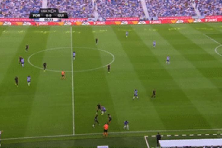 FC Porto-V. Guimarães: nem um minuto de jogo e Tapsoba é expulso. Veja o lance