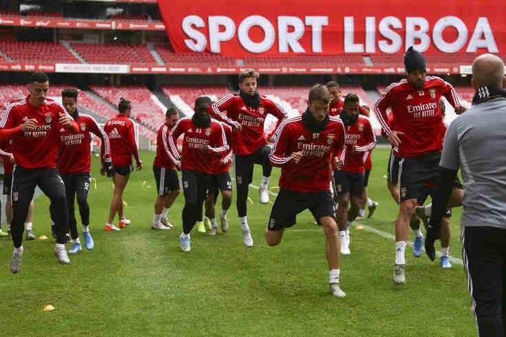 Benfica durante treino no Estádio da Luz