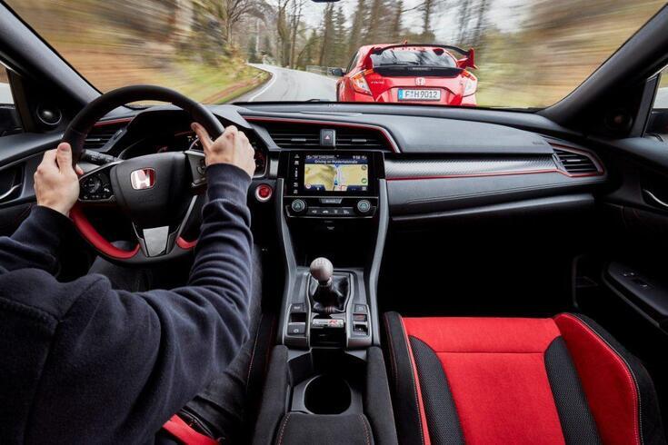 'Saltar' mudanças em carros de caixa manual estraga?