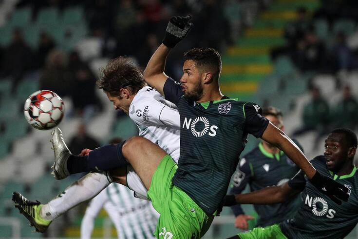 João Meira num duelo com Luiz Phellype