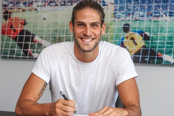 Gonçalo Paciência já assinou pelo Schalke 04