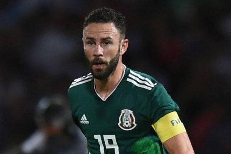 Layun com a braçadeira de capitão do México