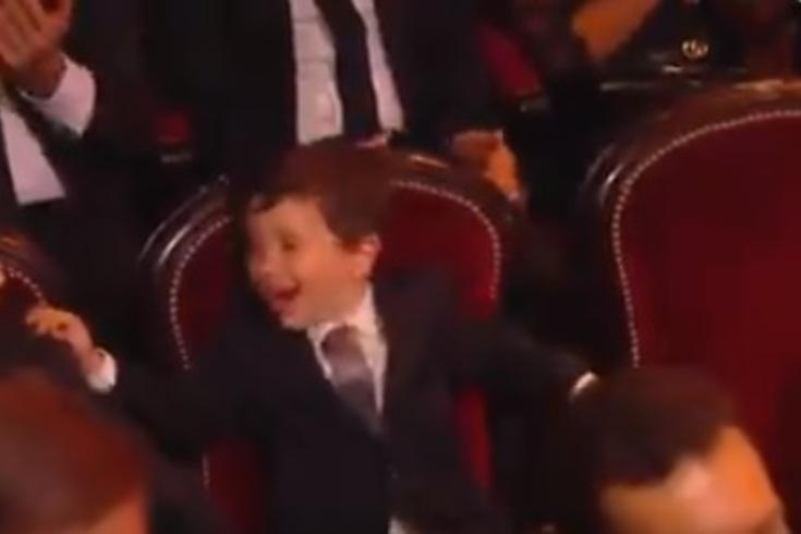 A reação de Mateo Messi quando o pai recebeu a Bola de Ouro