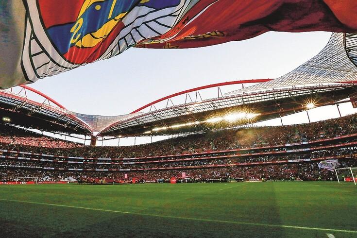 Afinal, quanto gasta um português para ver futebol? As contas estão aqui