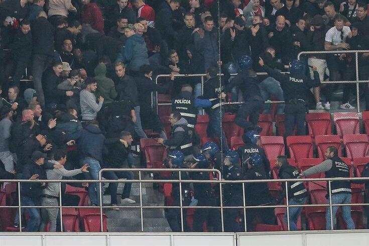 Confrontos com a polícia no Estádio da Luz