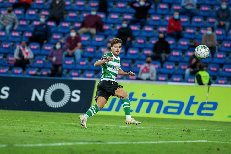 epa08771381 Sporting's Pedro Goncalves scores a goal  during the Portuguese First League soccer match