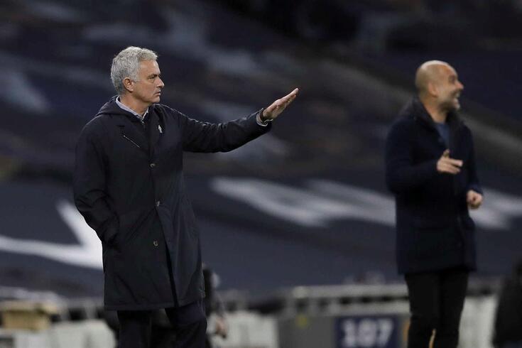 José Mourinho e Pep Guardiola durante o Tottenham-Manchester City