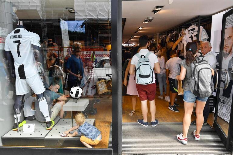 Juventus vendeu mais camisolas em dois meses do que em toda a época passada b2d775a04bf10