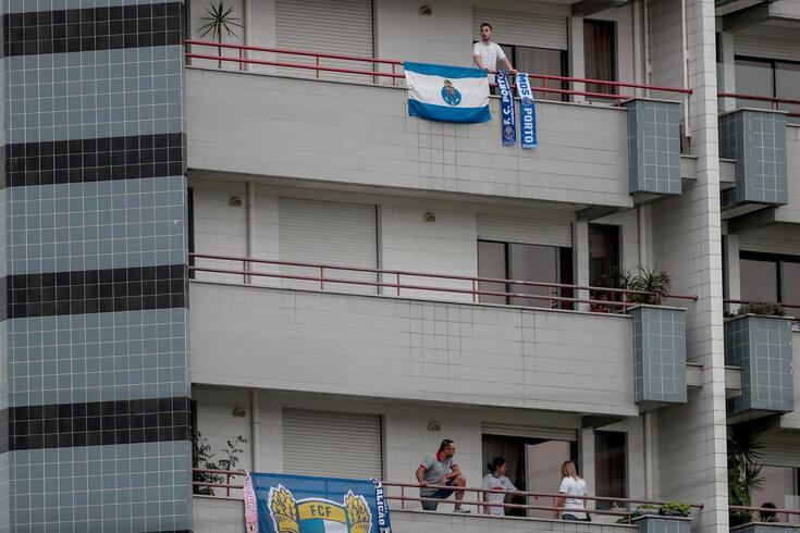 Adeptos do Famalicão, e também do FC Porto, apoiaram onde puderam