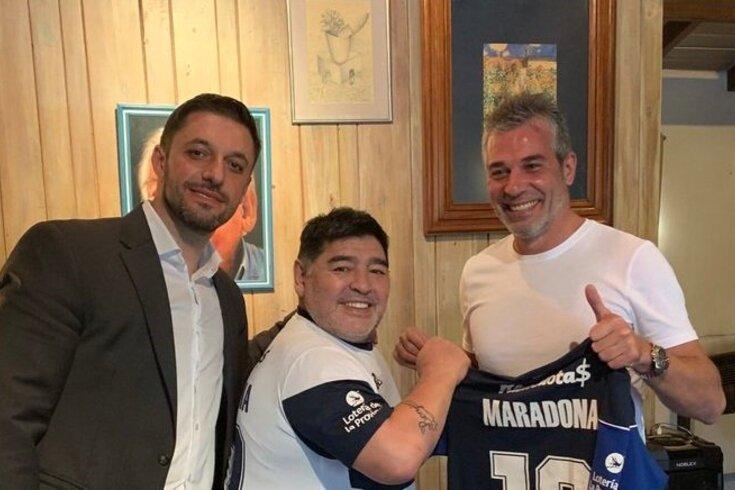 Oficial: Maradona volta a ser treinador na Argentina