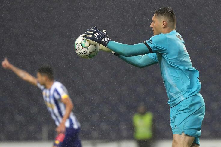 Denis conseguiu defender um penálti convertido por Uribe mas não evitou o triunfo portista