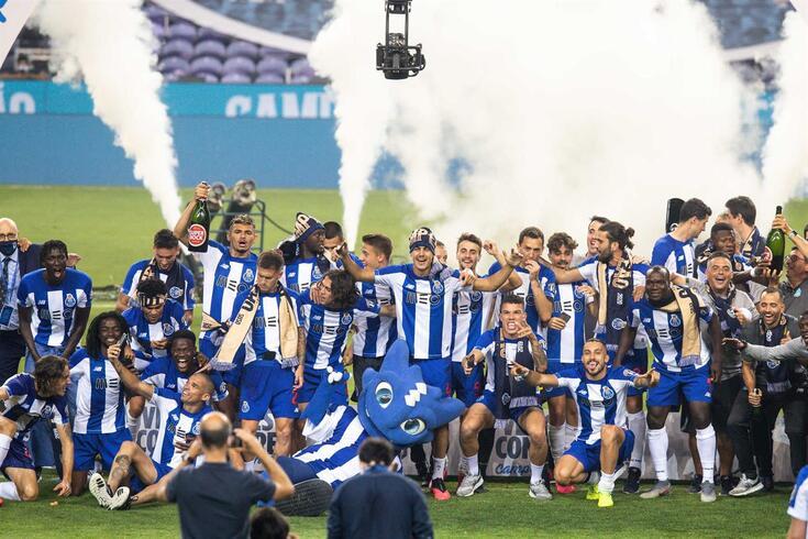 FC Porto sagrou-se campeão nacional e fez a festa no relvado do Dragão