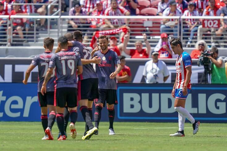 Benfica derrotou o Chivas por 3-0