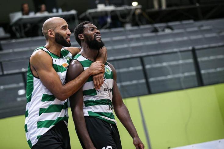 Cláudio Fonseca e João Fernandes, jogadores do basquetebol do Sporting