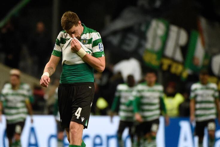 Coates desolado após a eliminação na Taça da Liga