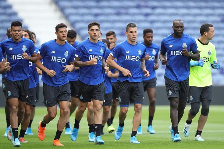 Emagrecimento do plantel do FC Porto conta com três candidatos