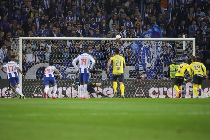 O colombiano Jackson Martínez (Portimonense) rematou por cima da barra no penálti frente ao FC Porto