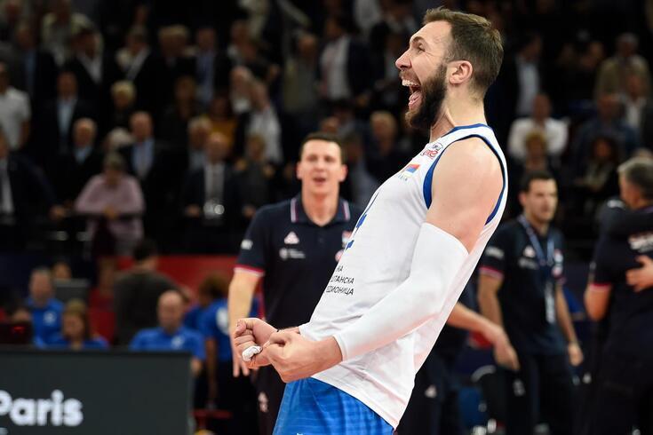 Sérvios festejaram vitória sobre a França, que jogou as meias-finais em casa.
