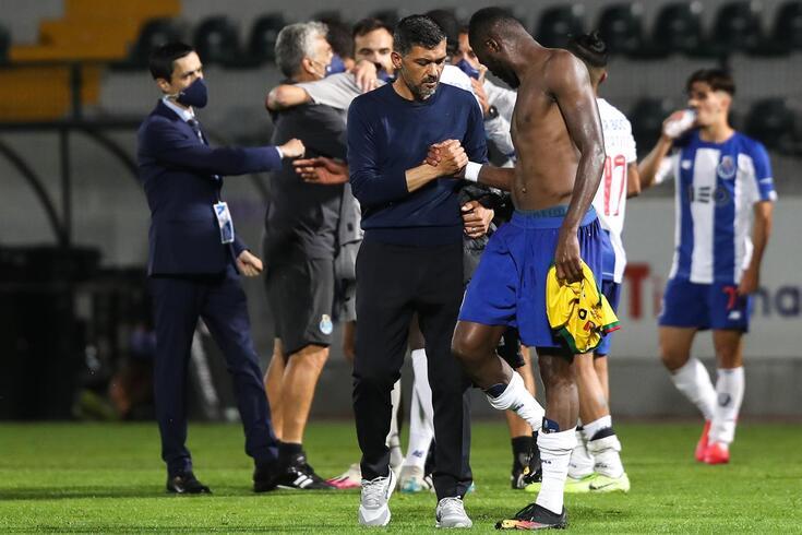 Sérgio Conceição cumprimenta o autor do golo do FC Porto