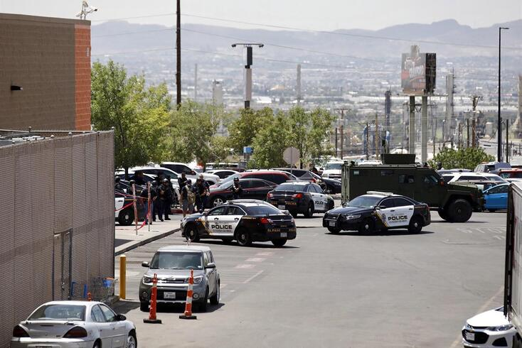 epa07755368 Police stand at attention during a shooting at a Walmart in El Paso, Texas, USA, 03 August