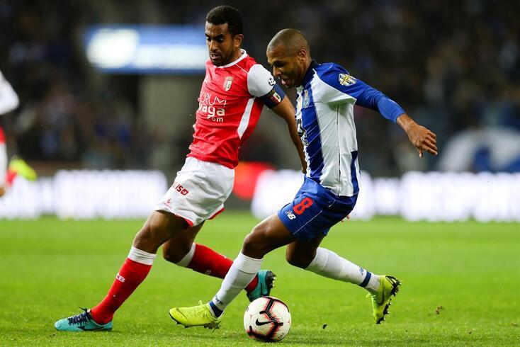 Brahimi continua a estar no centro de rumores: agora três clubes de uma vez