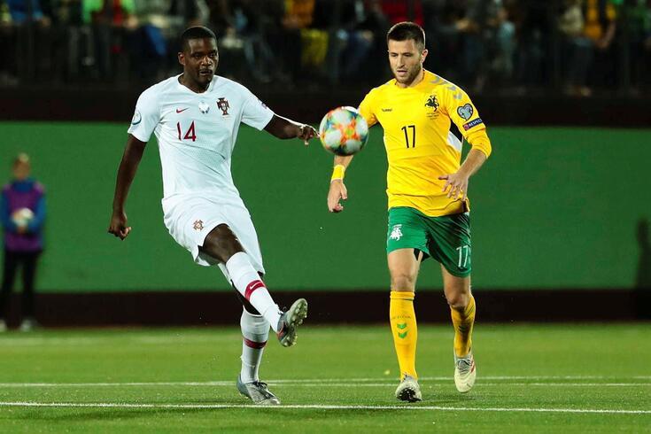 William Carvalho voltou a marcar