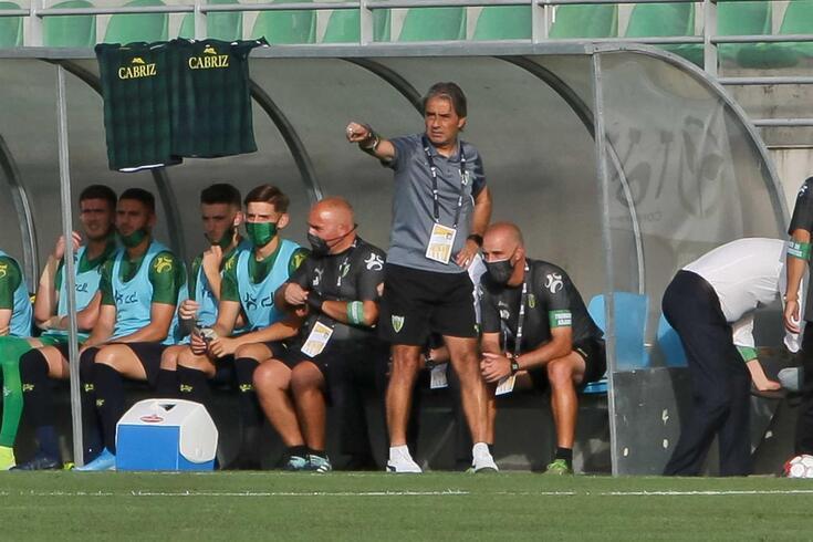 Natxo González, treinador do Tondela, com os adjuntos