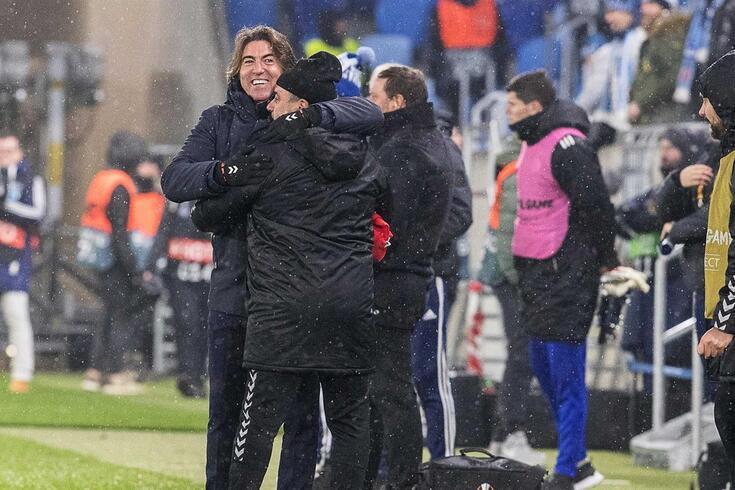 Sá Pinto festeja um golo do Braga com a equipa técnica.