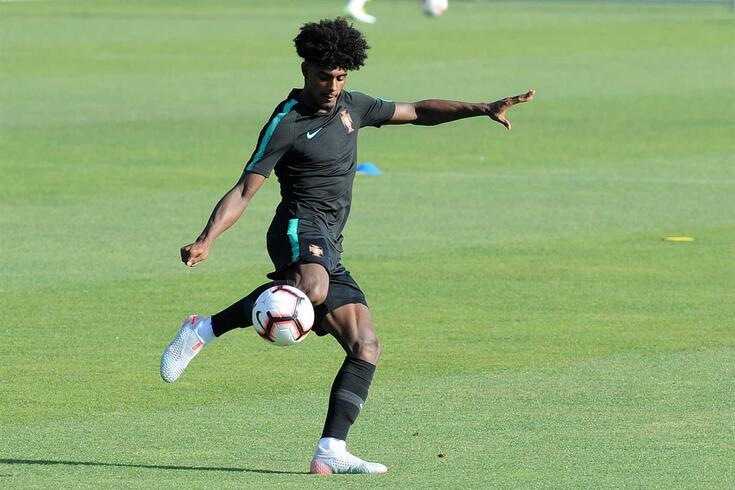 Thierry Correia é jogador do Valência.