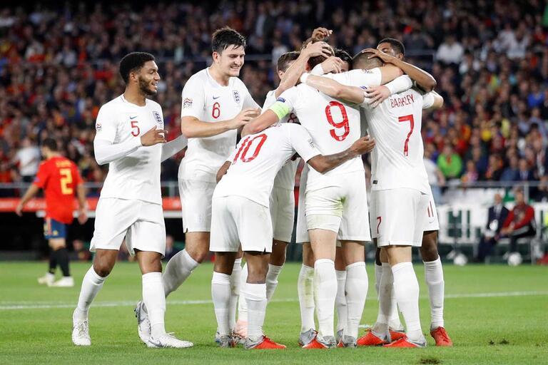Inglaterra vence Espanha e relança luta por lugar na final four c5cbae66c441b