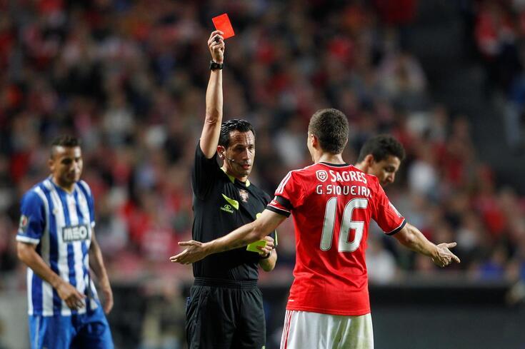 Siqueira lembra cartão vermelho frente ao FC Porto